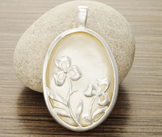 White Silver Pendant - Mop, Mother of Pearl, Statement Pendant, Flowers, White, Birthstone, Vintage style, Women jewelry, gift.