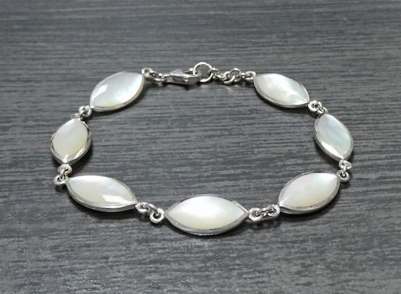 White Silver Bracelet, Sterling Bracelet, Mother of Pearl Bracelet, Sterling Silver, Minimalist Women Bracelet, Modern and Urban Style. 925.