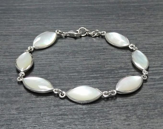 White Oval Bracelet, Sterling Silver, Mother of Pearl Shell Bracelet, Minimalist Women Stone Bracelet, Modern Urban Style Jewelry