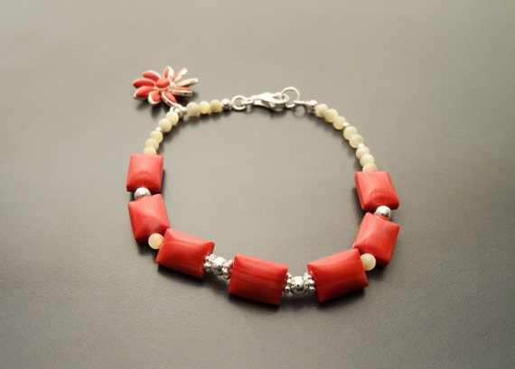 Boho red Bracelet - Red Jasper Bracelet alternating with Pearls, Sterling Silver and Onyx beads with Sterling Silver Flower pendant