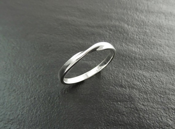 Mobius Ring, Twist Band Ring, Sterling Silver,  Wedding Ring, Endless Twist Knot, Original Promise Ring, wedding band ring, Dainty Band Ring