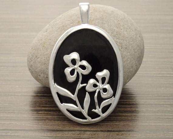 Black Silver Pendant - Black, Onyx, Statement Pendant, Flowers, Gothic, Birthstone, Vintage style, Women jewelry, gift. Unique.