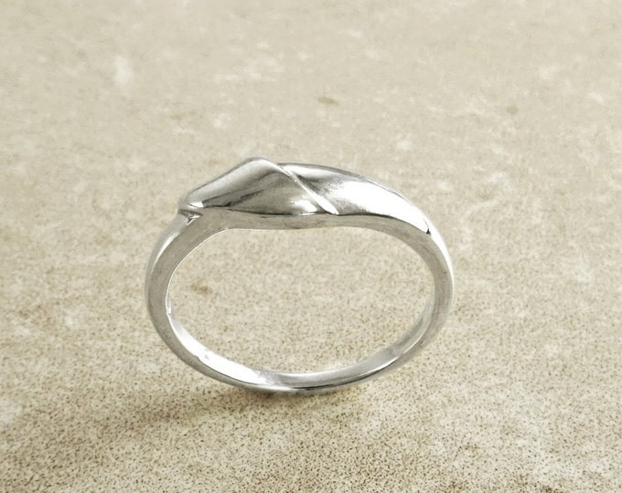 Small Silver Banded, Sterling Silver Ring, Twist Band Ring, Endless Twist Knot, Thin Promise Ring, Wedding Band Ring, Banded Silver Ring