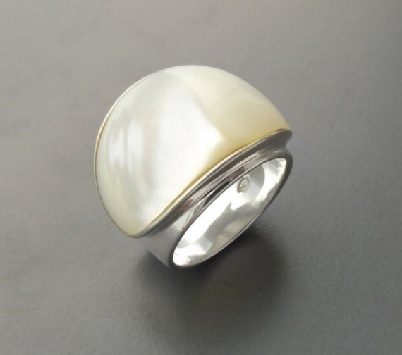 White MOP Wide Ring - Sterling Silver 925 - Mother of Pearl - Boho Ring - White shell - Large Silver Ring - Genuine MOP. Small Size Ring.