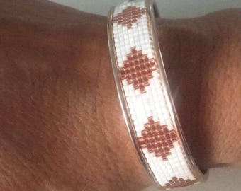 DQ pink metal bracelet.