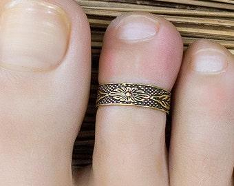 Boho toe ring. gold . adjustable. bohemian jewelry. bridesmaid gifts. beach wedding jewelry. gifts for women. boho.