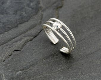 Sterling silver toe ring. Adjustable ring.