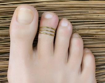 Gold toe ring. foot accessories. foot ring. adjustable toe ring. toe ring gold. bridesmaid gifts. tiny ring. pinky ring.