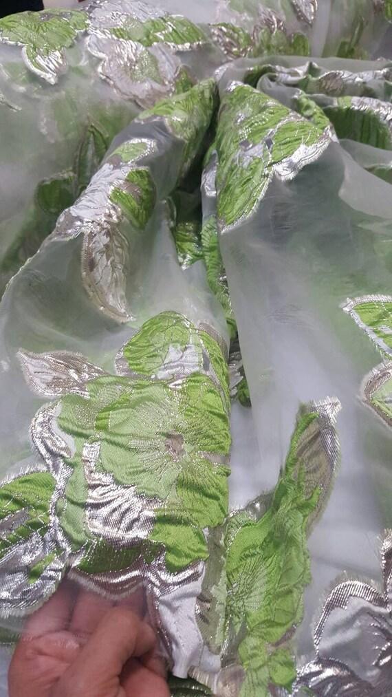 Fleurs d\'organza Français Brocade jardin floral limon vert sur tissu ...