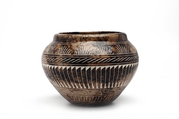 MD Navajo Hand Etched Pottery made with Horse Hair- WHITE CLAY