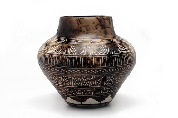 """7.5""""x 7"""" MD Navajo Hand Etched Pottery made with Horse Hair- WHITE CLAY"""