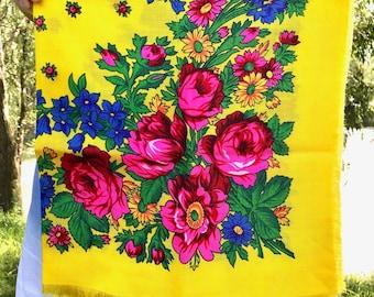 Russian shawl Russian scarf Chale russe Ukrainian shawl Vintage shawl Wool shawl Floral scarf Yellow shawl Head scarf Folk shawl scarf Wrap