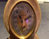 A bakelite art deco desk clock