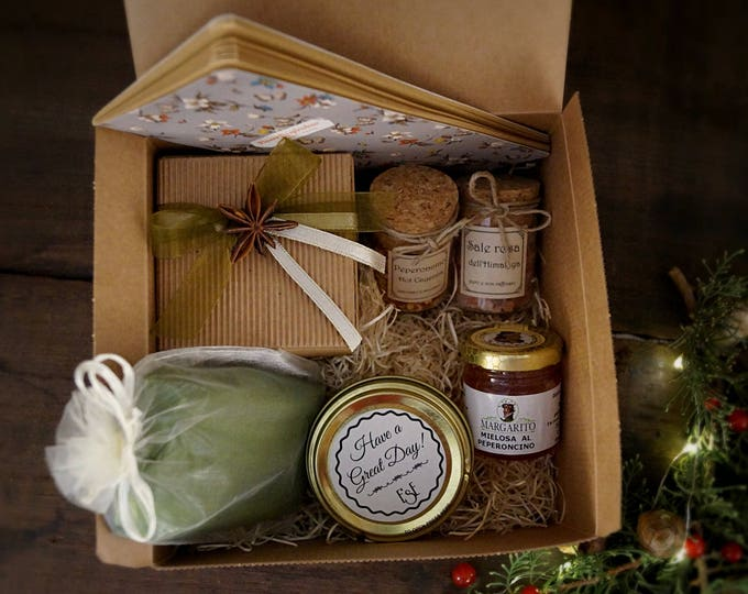 Gift box, idea for spices lovers, apotechary luxury Christmas gift for wife, sister, sister-in-law. Candle and notebook set, happy holydays