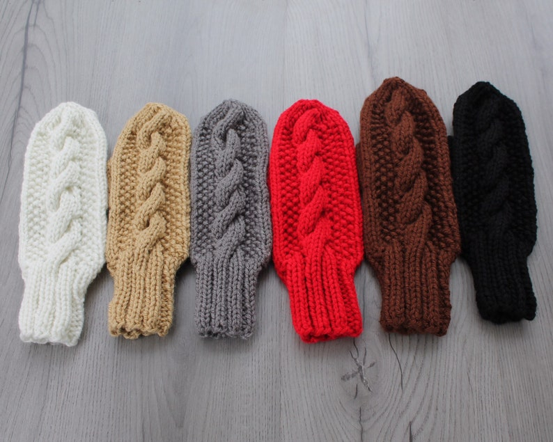 Womens cable knit mittens Tan