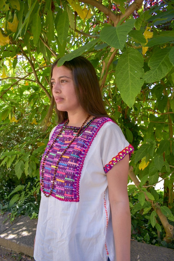 Huipil Chiapaneco Vintage, geometric hand embroidery. White and purple color. One size. OOAK