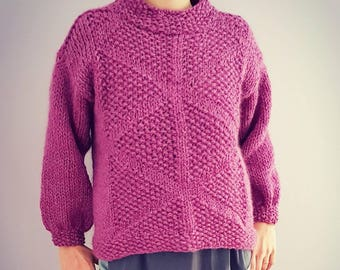 Hand knitted chunky triangles designed alpaca sweater / pullover made by a mixture of alpaca and virgin wool yarn. Available in many colors.