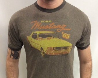 Ford Mustang Rien Moves comme un Années 70 Voiture Collection Naturel T-Shirt