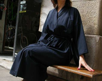 Blue Navy yukata made in cotton, Japanese kimono for everyday use. Long sleeves. Your name in japanese can be stamped.