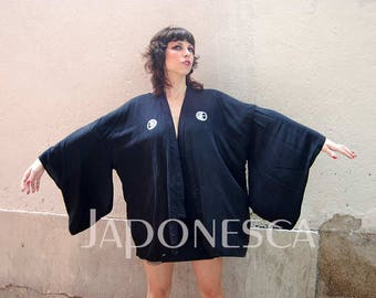 Japanese jacket, haori, in black silk. Stamped with typical japanese crest .