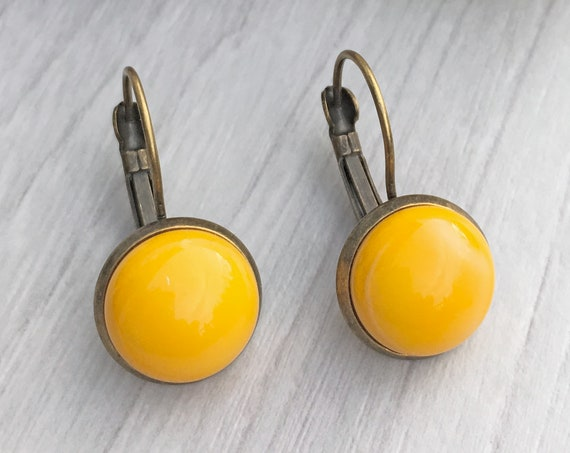 little yellow round dangle earrings, small earrings bronze, boucles d'oreilles