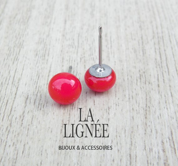 Minimalist red  fused glass stud earrings, small earrings studs, small stainless stud earings, boucles d'oreilles