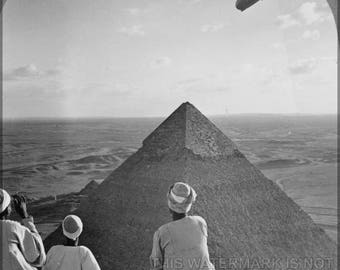 Poster, Many Sizes Available; Lz 127 Graf Zeppelin Over The Pyramids Of Giza Airship Dirigible