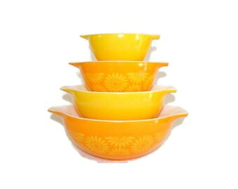 Pyrex Daisy Sunflower Cinderella Mixing Bowl Set of 4