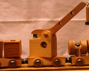 5 Car Magnetic Toy Train with Crane and Blocks