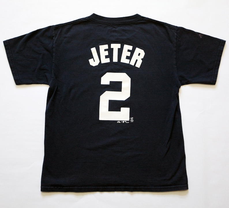 Vintage New York Yankees Derek Jeter 2 T-Shirt SZ Youth Large image 0