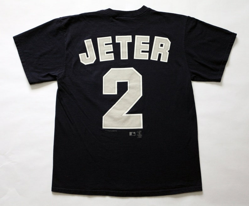 Vintage New York Yankees Derek Jeter 2 T-Shirt SZ L image 0