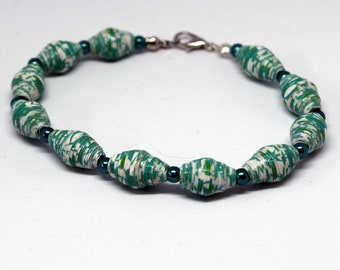 Bracelet fancy pearls paper and green seed beads