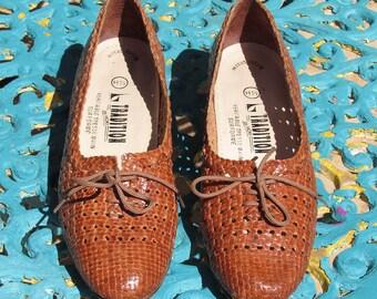 b668494811 Chaussures vintage années 70 TRADITION de la marque HOKI T 38FR
