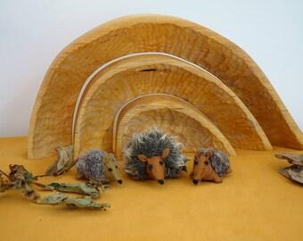 Felt hedgehog family-Waldorf inspired-Nature table autumn-felt Hedgehog family-Anthroposophical-table autumn Season