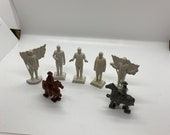 Figures, Plastic people, unpainted famous people and two horses, vintage toys