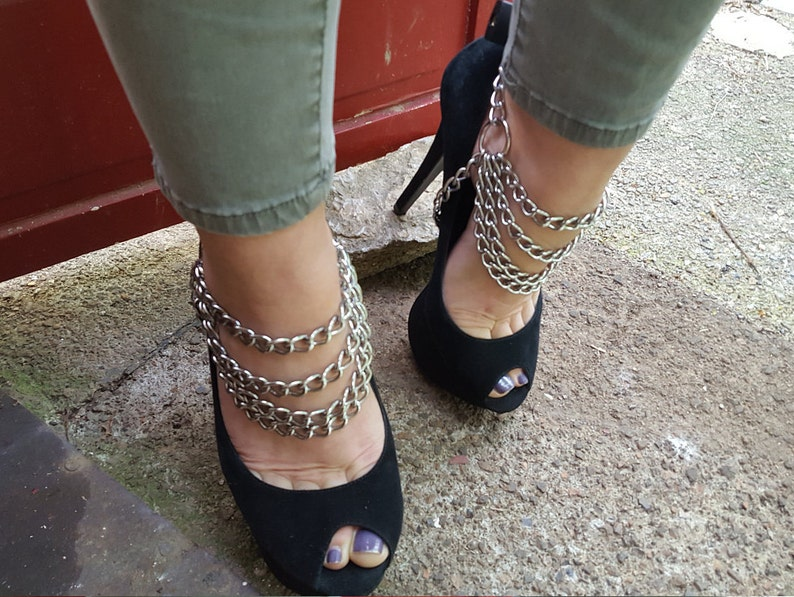 fe41edd66bd BDSM cuffs Chain Bondage Cuffs Ankle cuffs with black lock