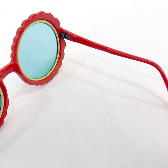 70s Vintage Red Flower Sunglasses : Made in Italy - image 4
