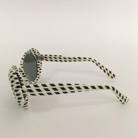 70s Vintage Optical Art Sunglasses : op-art - image 2