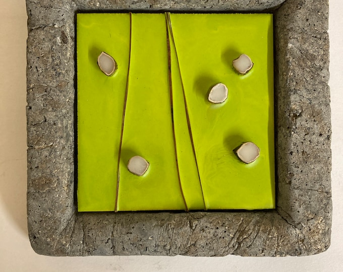 Encaustic with kelp - Concrete  frame