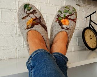 Cute women slippers Indoor shoes Handmade mules Comfy feet shoes Spring birds Bullfinch