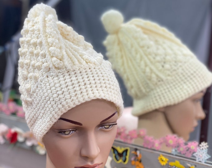 Knitted Winter Tossle Cap, Pom Pom Beanie Hat, Beige Vintage Cable Knit Beanie