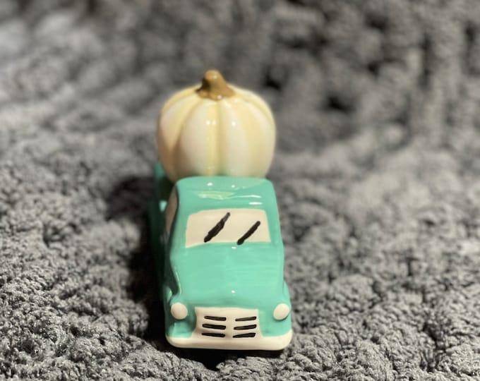 Autumn Salt and Pepper Shaker Set, Retro Truck with Fall Harvest Decor