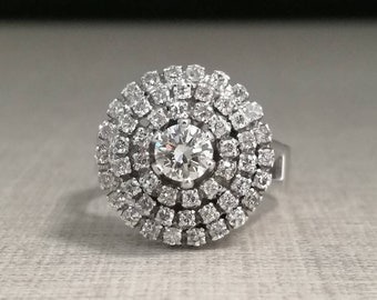 Vintage 18kt white gold and natural diamonds ring
