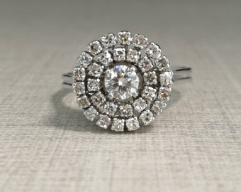 18kt white gold and natural diamonds ring