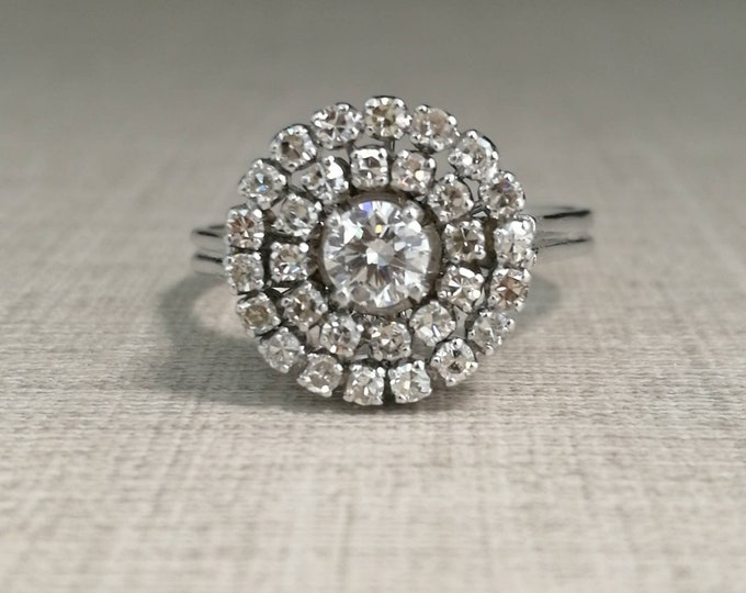 18kt white gold ring and natural diamonds