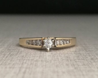 Vintage Solitaire ring in 10kt yellow gold with natural diamonds