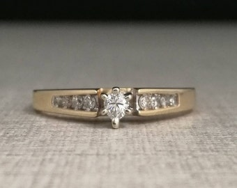 Vintage solitary ring in 10kt yellow gold with natural diamonds