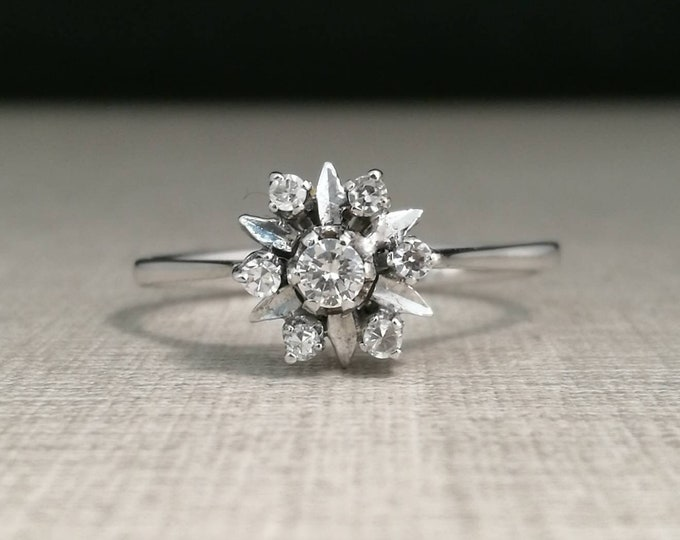 Vintage 18kt white gold ring with diamonds