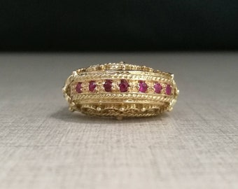 Vintage 18kt yellow gold ring with rubies