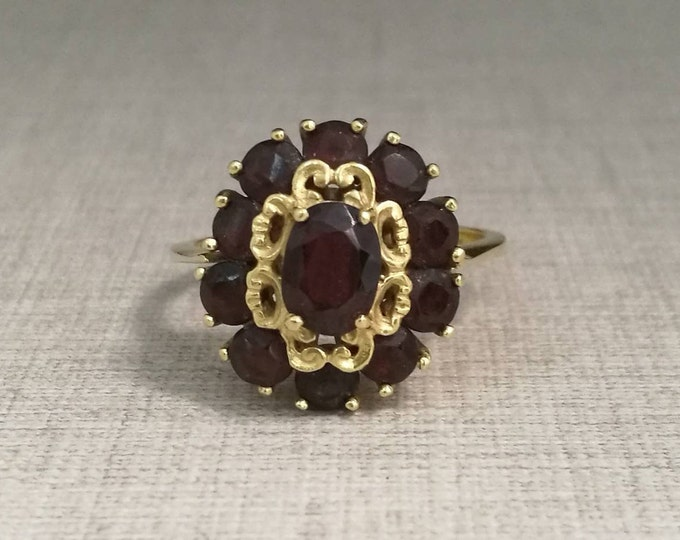 Vintage 18kt yellow gold ring with gared gems